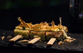 Brochetas okonomiyaki